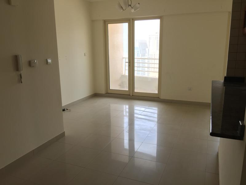 Investors Deal 1 BR Apt for sale in Dubai Marina for AED 750,000/- with 10 % Rental return